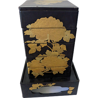 SALE 【慶】 Vintage Japanese Wooden Gold Lacquer Food Service 5 Box set / JUBAKO