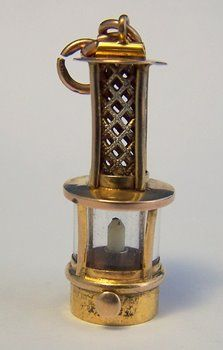 Vintage 9K Gold Charm ~ Old Fashioned Lantern w/ Candle