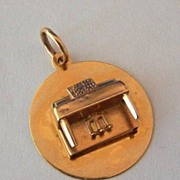 14K Gold Vintage Charm ~ Figural Piano on Disk