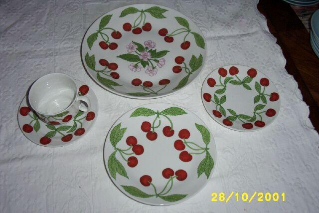 Richard Ginori Porcelain Dinnerware Cherries And Blossoms Service For Four