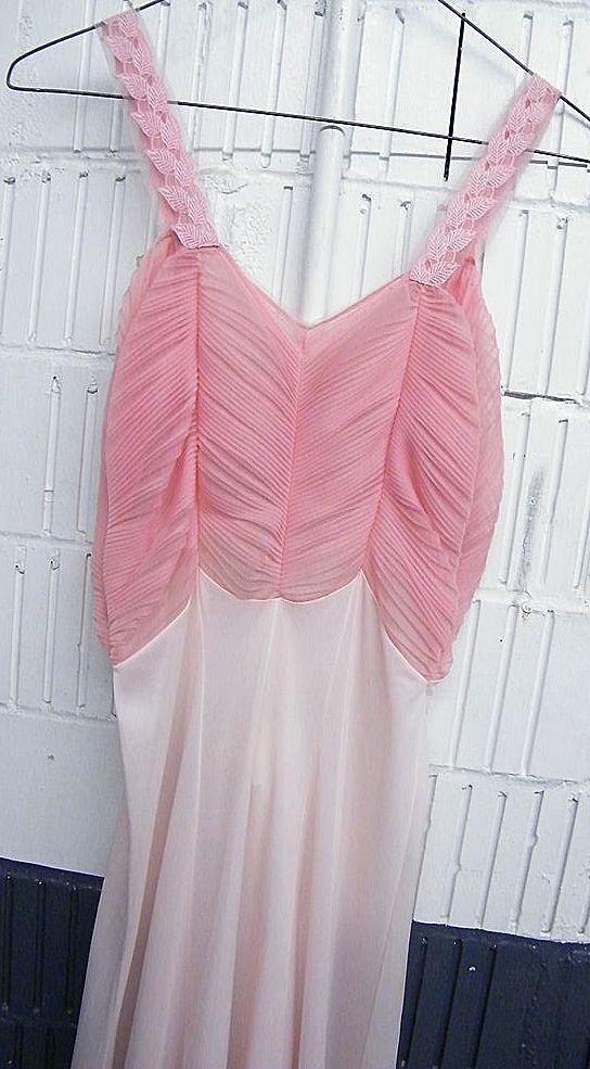 1960'S Peach Nightgown By Rogers..Accordion Pleated Bodice..Size 34..Excellent Condition
