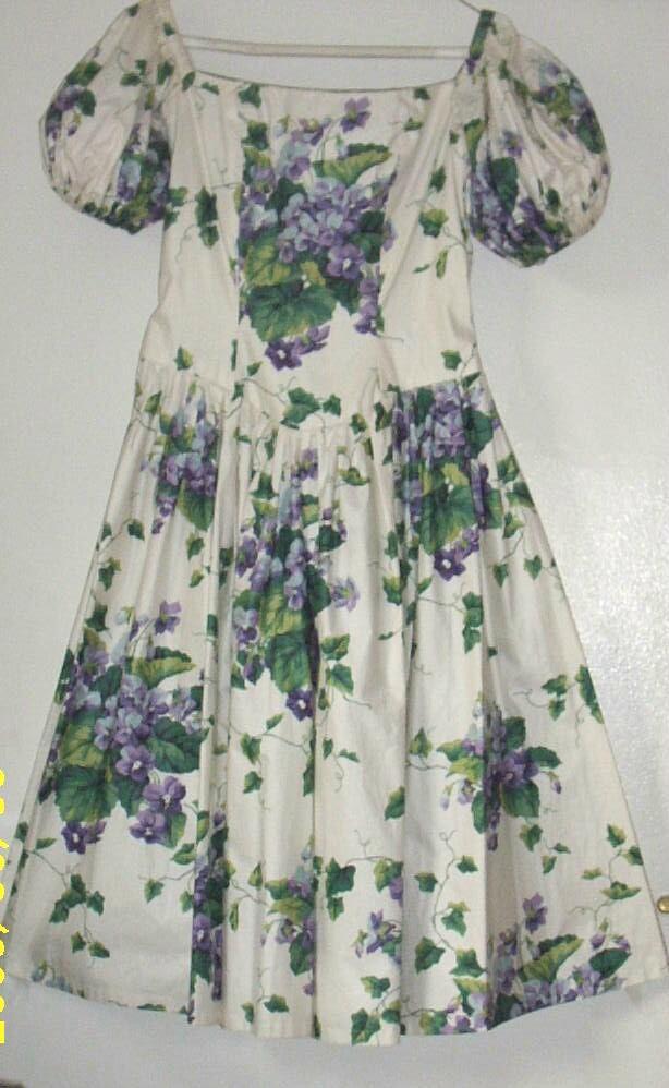 Item ID: VIOLETS-A-DRESS-2198 In Shop Backroom