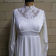 1950's-60's..Vintage Wedding Gown Of Tricot With Lace Accents.. Neck & Sleeves..Clean Condition