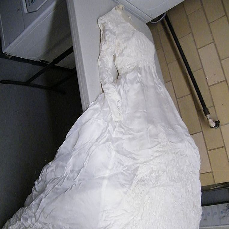 Vintage Wedding Gown & Veil Set..Size Small