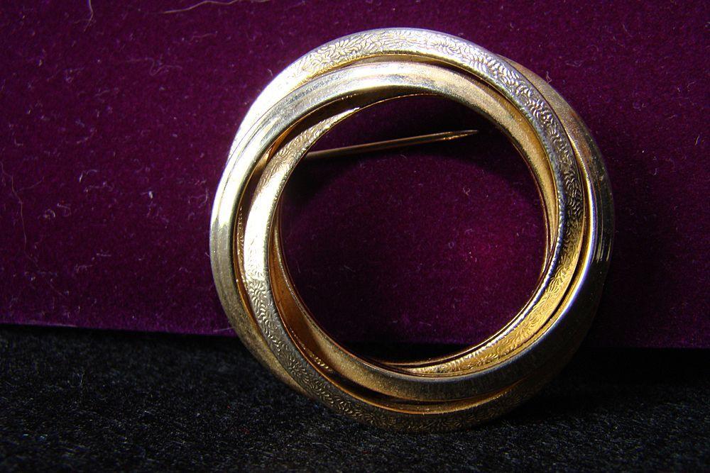 Vintage Gold Tone Signed Lisa Oval Brooch/Pin
