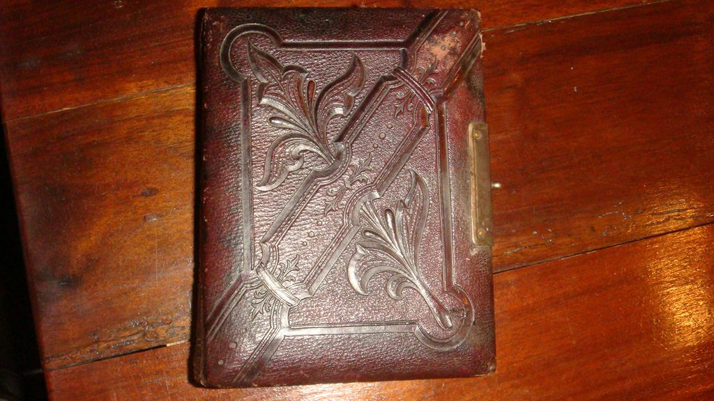 Beautiful Tooled Leather CDV ALBUM Civil War Era Photographs  Carte de Vista
