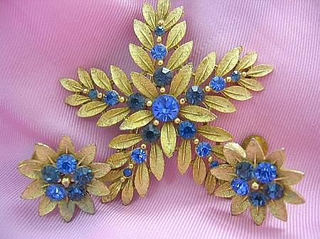 Vintage SET Brooch/Pin/Earrings Signed Lisner Shades of Blue Flower