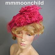 Vintage hat 1940s Fuchsia pink w feathers w net