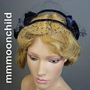 R596 Vintage hat 1960s navy blue velvet w net