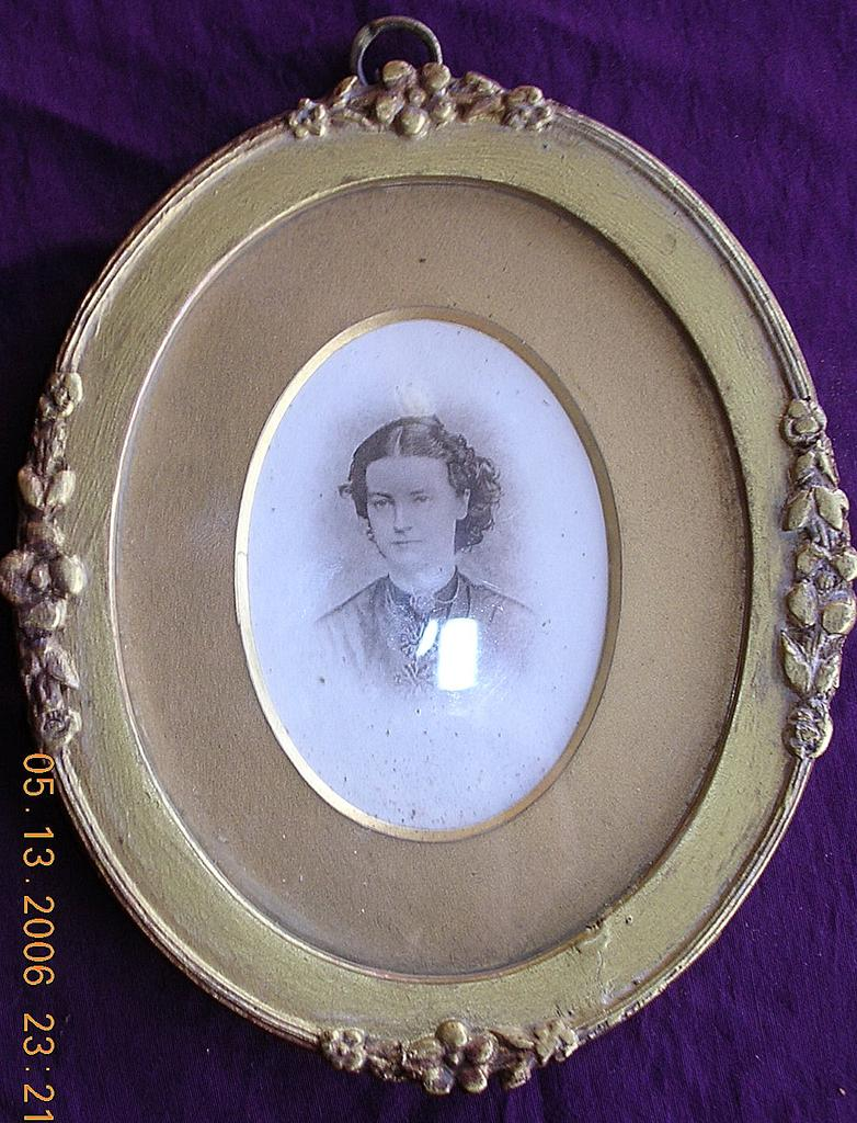 Lovely Little Victorian Plaster & Wood Frame & Ambrotype Picture