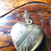 Vintage 1930s-40s Gold Fill Heart Locket Charm Pendant