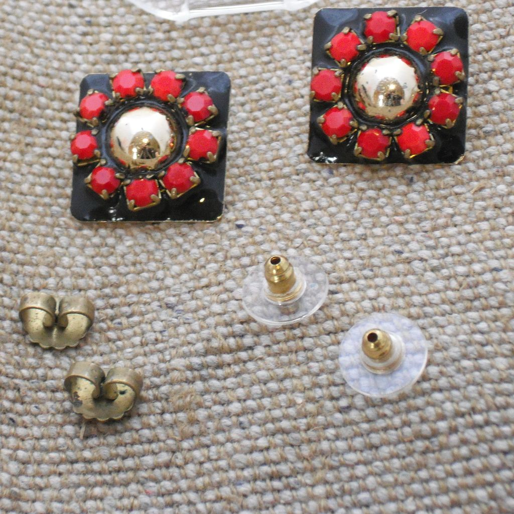 Fernella's N Y Jools - Vintage Bling!  Black and Red - Post