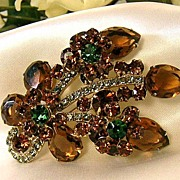 Vintage Dimensional D&E/Juliana Brooch!