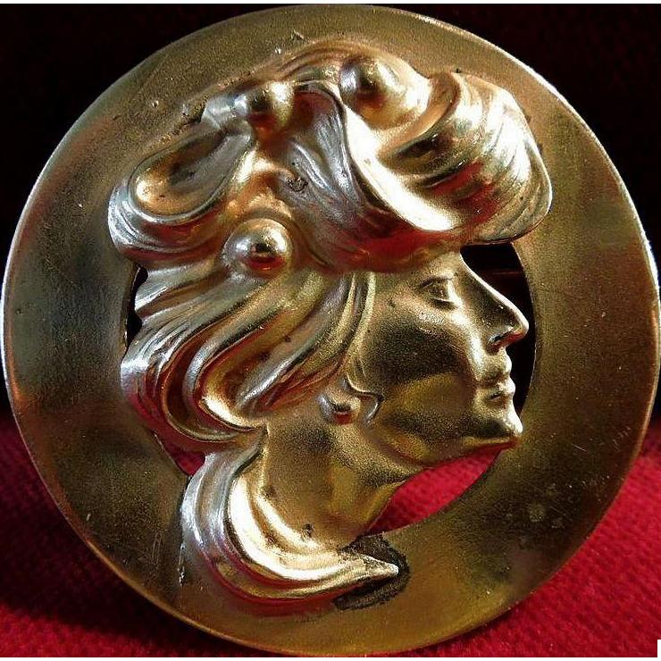 Art Nouveau Lady La Belle Epoch Brooch