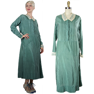 1920s Green Rayon Day Dress with Net Cuffs and Collar