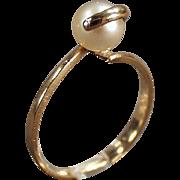 Ladies, Vintage Ring - Gold & Single Pearl