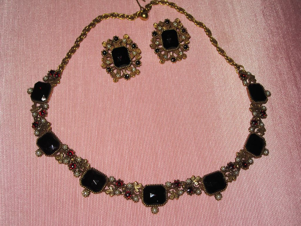 Wonderful Faux Garnet Necklace Matching Earrings