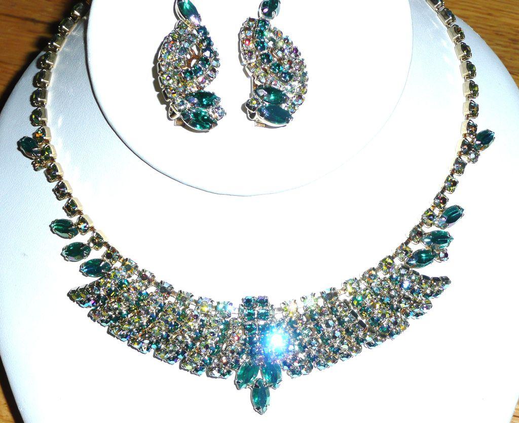 Gorgeous Rhinestone Aurora Borealis Teal Green Choker Earrings