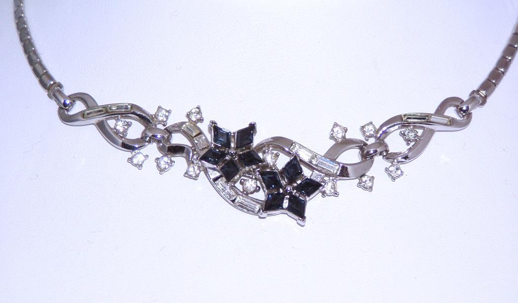 Trifari Patent Pending Gorgeous Blue Choker Necklace