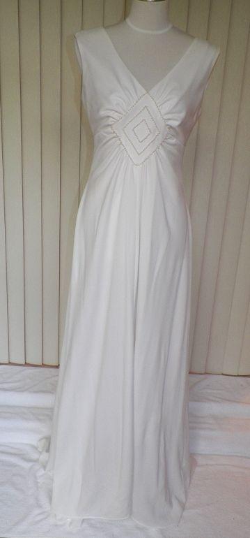 1970s Simple & Elegant White Wedding Gown