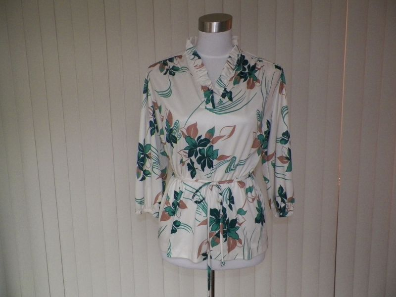 1970s Tunic Blouse Ivory with Floral Design