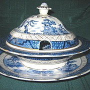 Blue Willow Round Lidded Dish with Round Underplate Platter