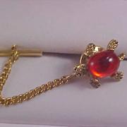 Figural TURTLE Orange Jelly Glass Cabochon Gold Plate 1950 Tie Tac