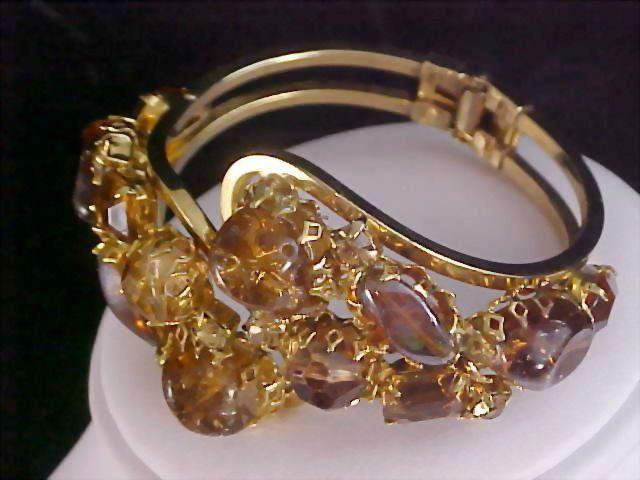 TOPAZ & COGNAC Exquisite Rhinestone Clamper Bangle Bracelet
