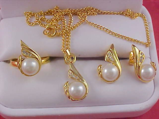 Diamante & Simulated Pearl Gilt Gold FULL  Parure - NECKLACE -  Post  EARRINGS & RING
