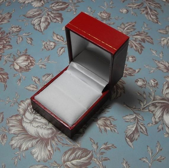 Red Leatherette Single Door Gold Trim Embossed White Velvet Interior Ring Box