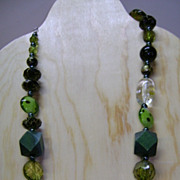 VINTAGE Beautiful Green Glass and Plastic Beads Necklace  Stunning!