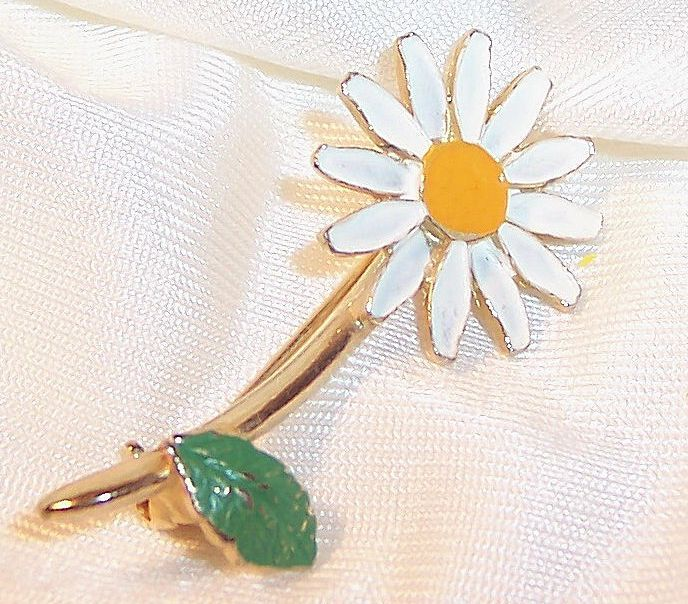 Single Stem Vintage Enamel Daisy Pin