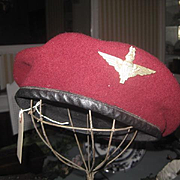Vintage British Paratrooper Beret. Maroon with Badge