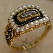 A William IV 18ct Gold Mourning Ring. Circa 1833.