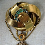 A Victorian 15ct Gold Emerald Set Jarretiere Festoon Brooch. Circa 1860.