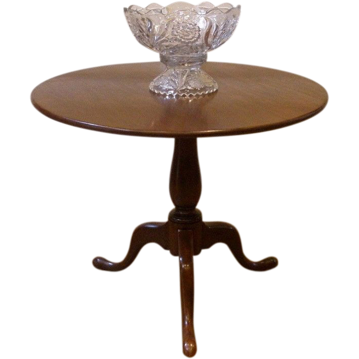 Antique Tilt Top Breakfast or Center Table. Chippendale Round Mahogany.