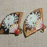 Toshikane White Chrysanthemum Earrings