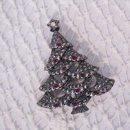 50% OFF~Avon Marcasite Rhinestone Christmas Tree Brooch