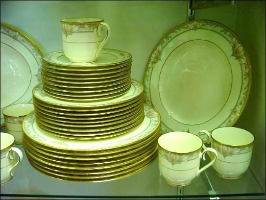 Gorgeous Contemporary Noritake Barrymore Dinner Service for 9 - Discontinued Pattern