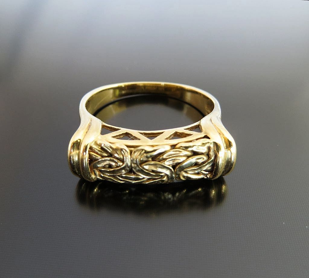 Vintage 18K Turkish Ring With Early Roman Design