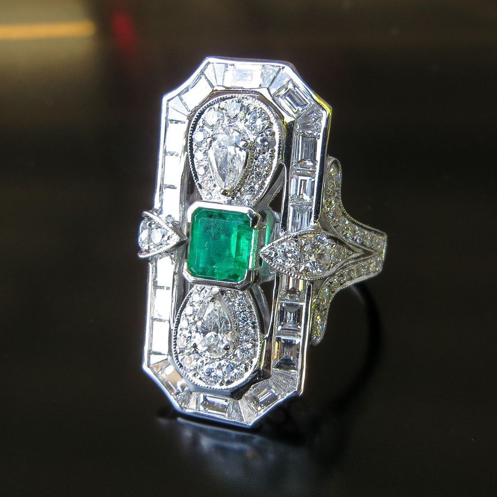 Fabulous Lady's 18K White Gold Art Deco Diamond & Emerald Ring