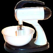Vintage Plastic Novelty Hand Mixer Salt, Pepper & Sugar Set