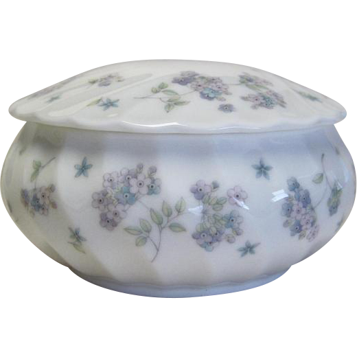 Wedgwood April Flowers Round Box With Lid