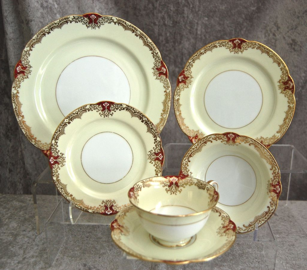"""Fabulous Noritake Red """"Vornay"""" 48 pc. Service for 8, Ca. 1930"""