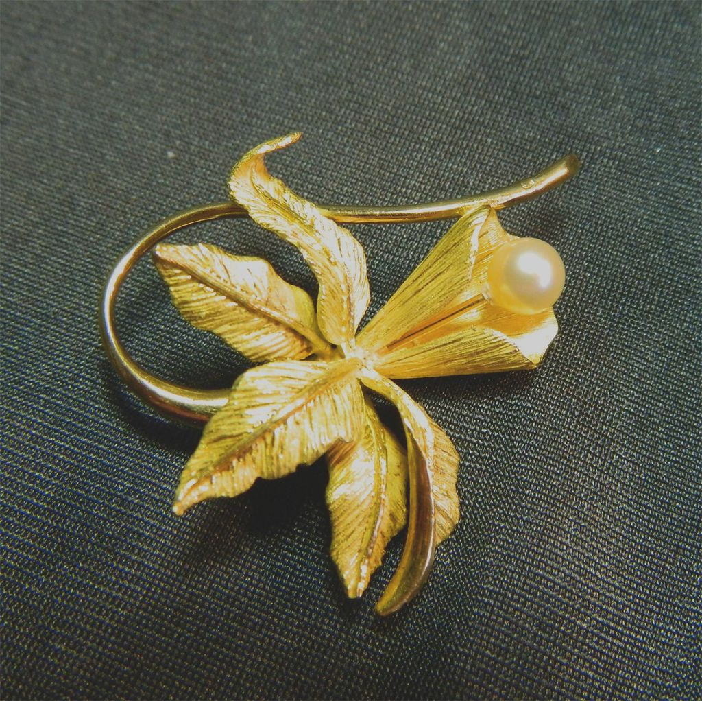 Gorgeous Estate Jewelry Orchid and Pearl Brooch in 18K Gold