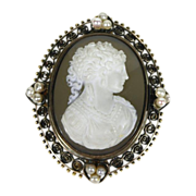 Victorian Hard Stone (Agate) Cameo in Gold with Pearls