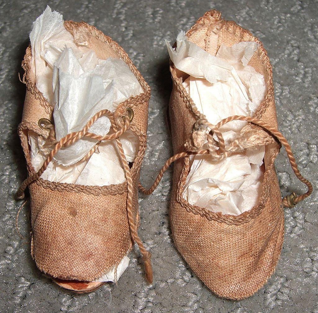 """2 1/2"""" French Antique Silk Doll Shoes"""