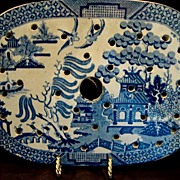 Wonderful Earthenware Meat Drainer / Strainer for Platter ~ Blue Willow Pattern