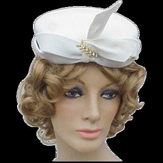 1940s - 1950s Vintage White Felt Cocktail Hat with Rhinestone Flourish