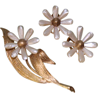 SALE Mother of Pearl leaf & Flower 14K Vintage Brooch and Earring set Yellow Gold